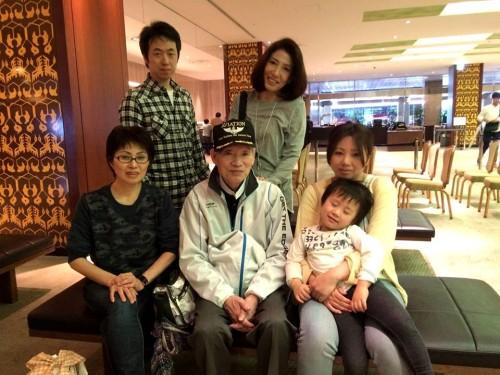 ご家族に囲まれて幸せそうなお父様