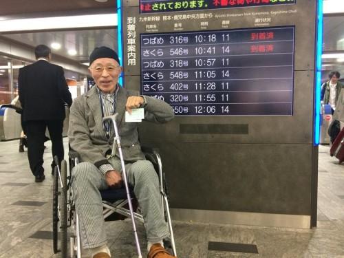 博多駅で記念撮影