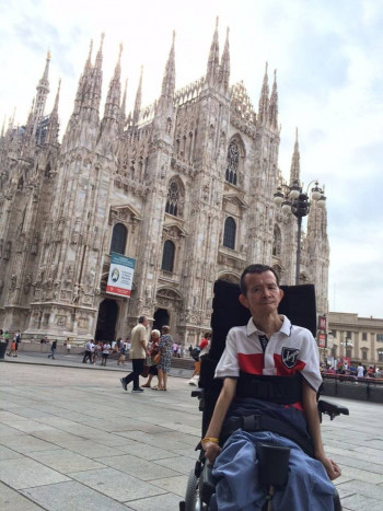 ミラノの大聖堂前にて