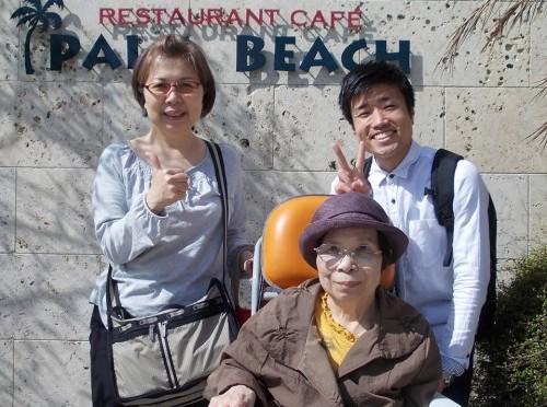 糸島で有名な海辺のカフェ